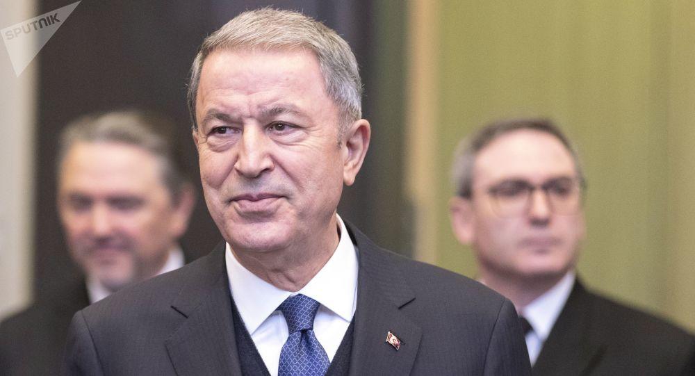 وزير الدفاع التركي يطمئن الأكراد ويحدد