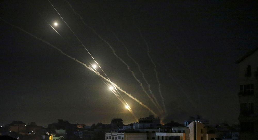 إسرائيل تهدد الفلسطينيين بالظلام الدامس