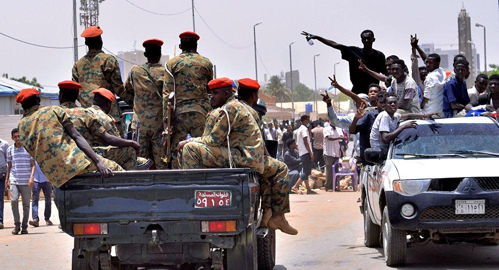 زلزال سياسي في السودان.. حمدوك رهن الإقامة الجبرية واعتقال عدد من الوزراء