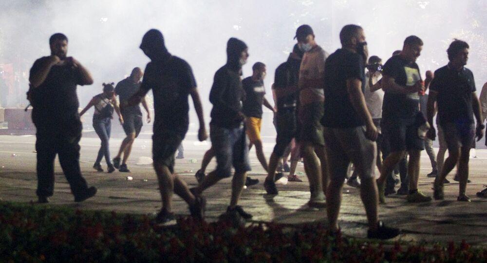 احتجاجات مناهضة للحكومة الصربية في بلغردا على أثر تفشي فيروس كورونا في البلاد، صربيا 11 يوليو 2020