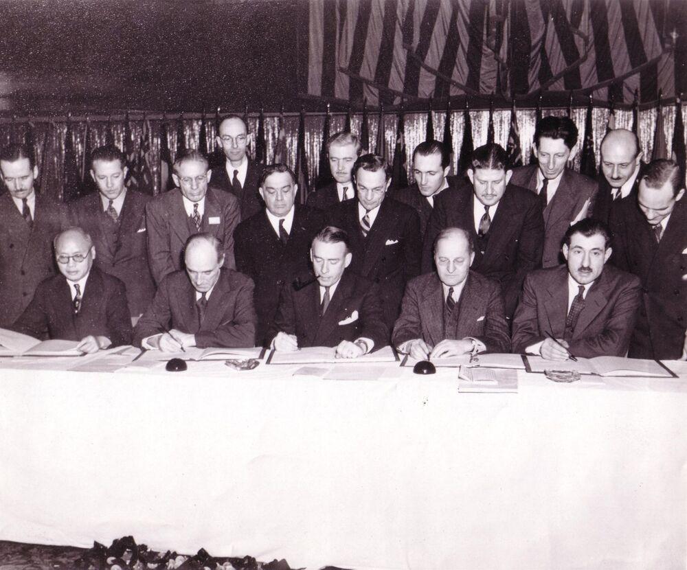 توقيع اتفاقية الطيران المدني الدولي (المعروفة أيضًا باسم اتفاقية شيكاغو)، 1944
