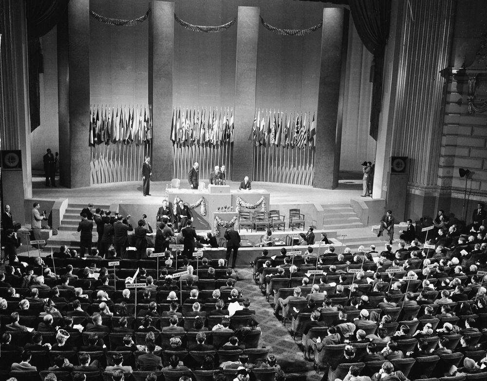مراسم التوقيع على ميثاق الأمم المتحدة في سان فرانسيسكو، الولايات المتحدة 26 يونيو/ حزيران 1945