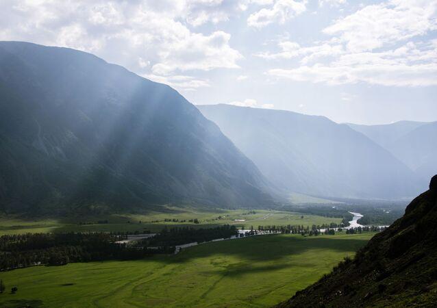 وادي نهر تشوليشمان في جمهورية ألتاي، روسيا