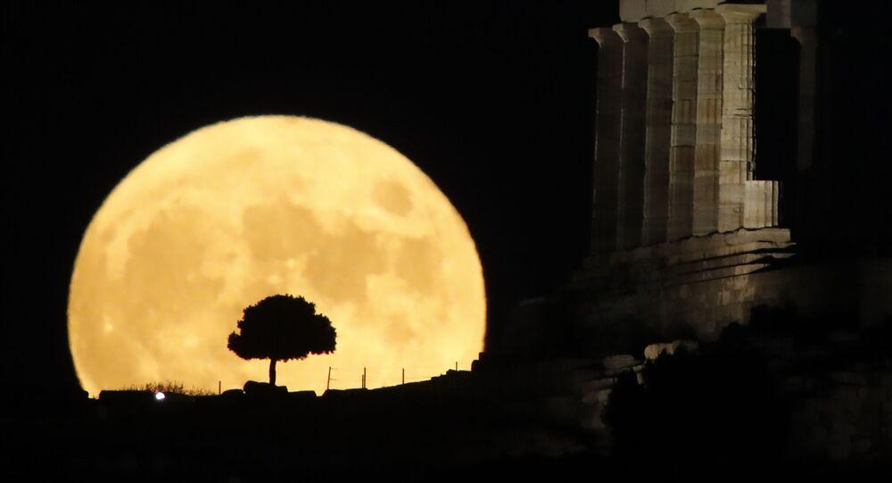 اكتمال بدر القمر في اليونان، 3 أغسطس 2020