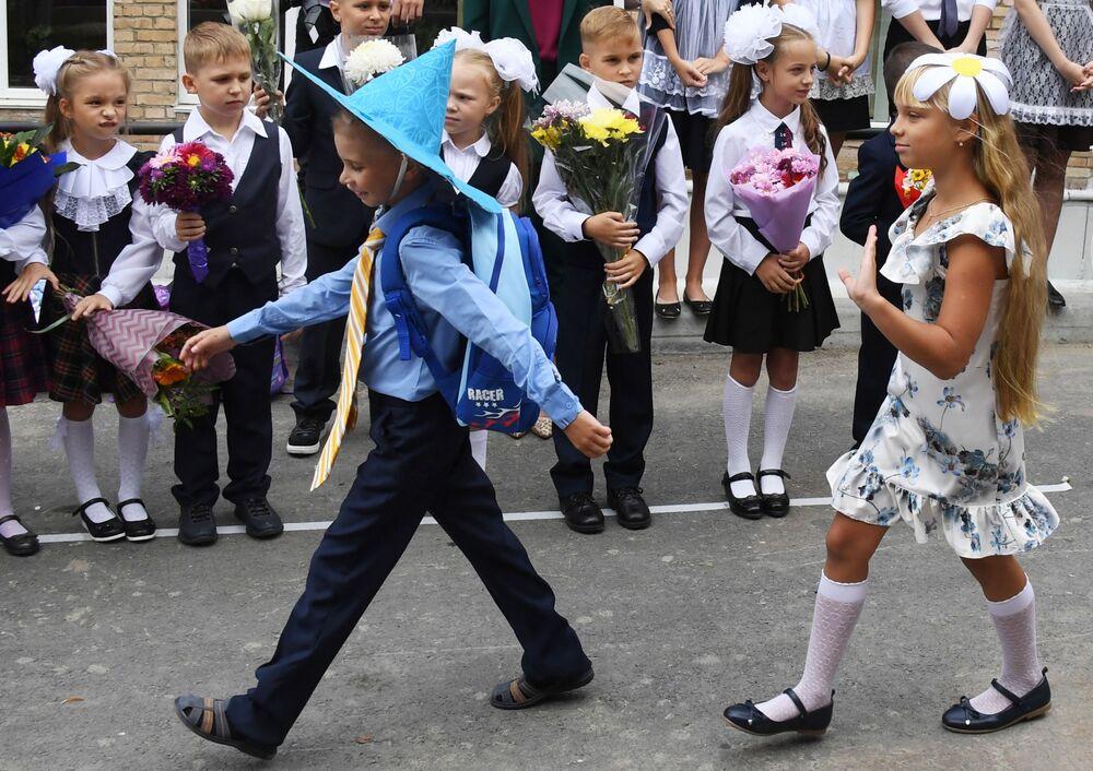 مراسم الاحتفال ببدء العام الدراسي في مدينة فلاديفوستوك، روسيا 1 سبتمبر 2020
