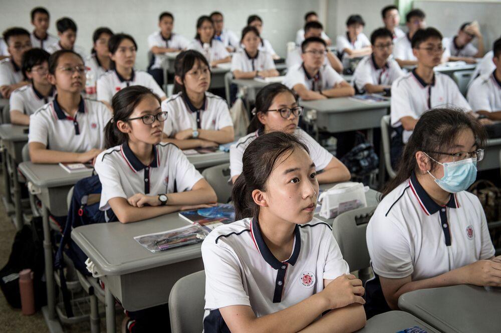 التلاميذ في اليوم الأول من العام الدراسي في مدينة ووهان، الصين 1 سبتمبر 2020