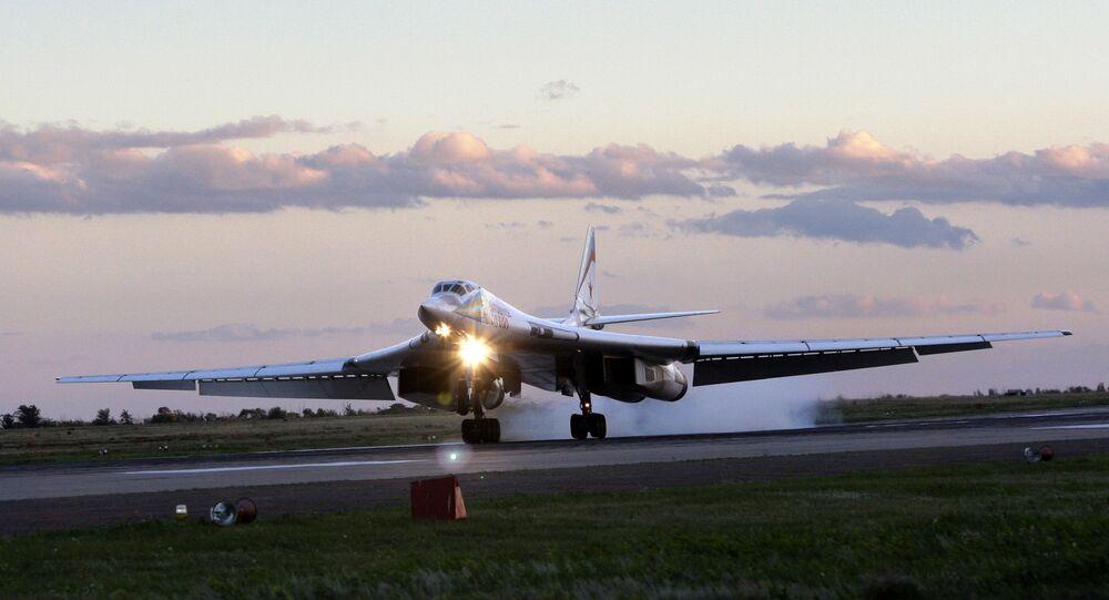 قاذفة الصواريخ تو-160 الأسرع من الصوت قاعدة إنغلز الجوية بالقرب من مدينة ساراتوف، روسيا 12 سبتمبر 2008
