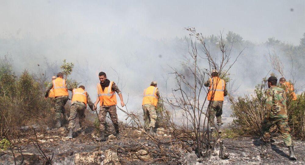 قوات الجيش السوري تساعد طواقم إطفاء الحريق في إخماد حرائق صافيتا، سوريا 10 أكتوبر 2020