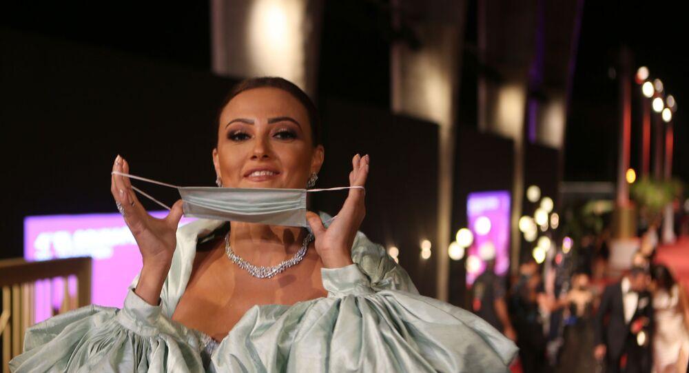 الفنانة بشرى على السجادة الحمراء في مهرجان الجونة السينمائي، 23 أكتوبر/ تشرين الأول 2020
