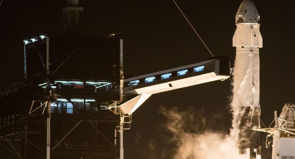 إطلاق مركبة سبيس إكس والتي تحمل اسم كرو دراغون عن طريق صاروخ فالكون 9، من مركز كينيدي للفضاء التابع لناسا في كيب كانافيرال بولاية فلوريدا، الولايات المتحدة 16 نوفمبر 2020