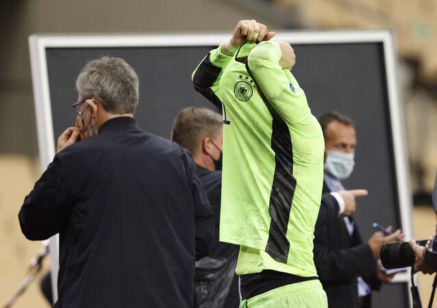 الحارس الألماني مانويل نوير في مباراة فريقه أمام إسبانيا والخسارة بنصف دستة أهداف