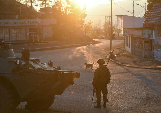 قوات حفظ السلام الروسية في مدينة لاتشين (بردزور) الأذربيجانيية في منطقة ناغورني قره باغ، 1 ديسمبر 2020