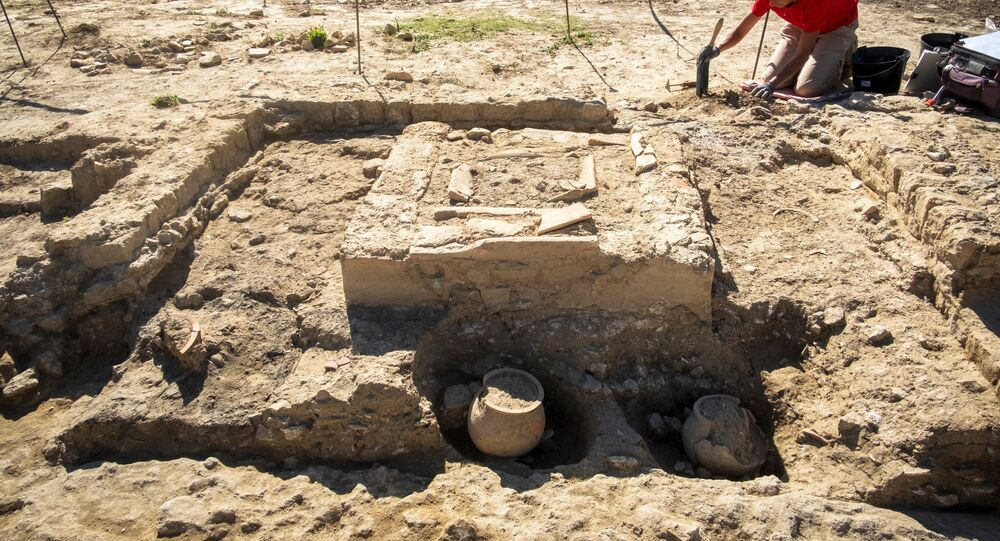 المعهد الوطني الفرنسي للبحوث الأثرية الوقائية) في موقع مقبرة قديمة في ناربون ، جنوب فرنسا ، في 7 أكتوبر 2019