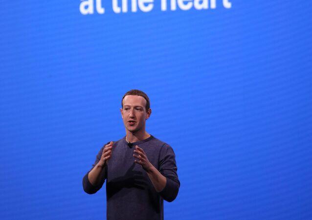 كاليفورنيا - 30 أبريل: الرئيس التنفيذي لشركة فيسبوك مارك زوكربيرج يتحدث خلال مؤتمر : مطورون فيسبوك  في 30 أبريل 2019 في سان خوسيه ،