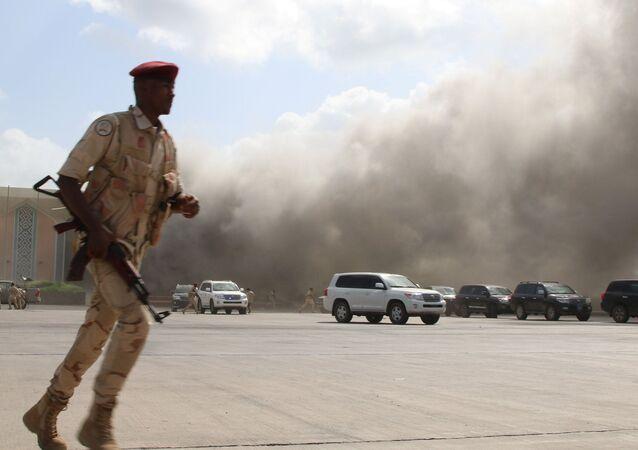 الهجوم الصاروخي على مطار عدن