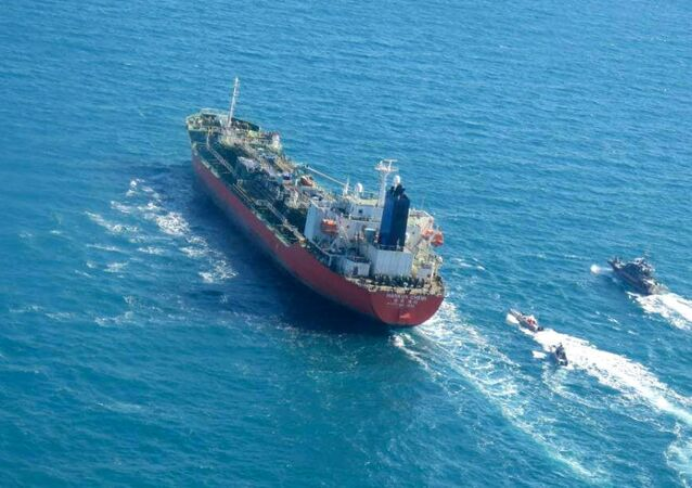 الحرس الثوري الإيراني يحتجز ناقلة النفط ترفع علم كوريا الجنوبية في مياه الخليج