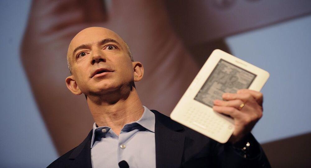 الملياردير الأمريكي جيف بيزوس أغنى رجل في العالم عام 2020 والمدير التنفيذي لشركة أمازون