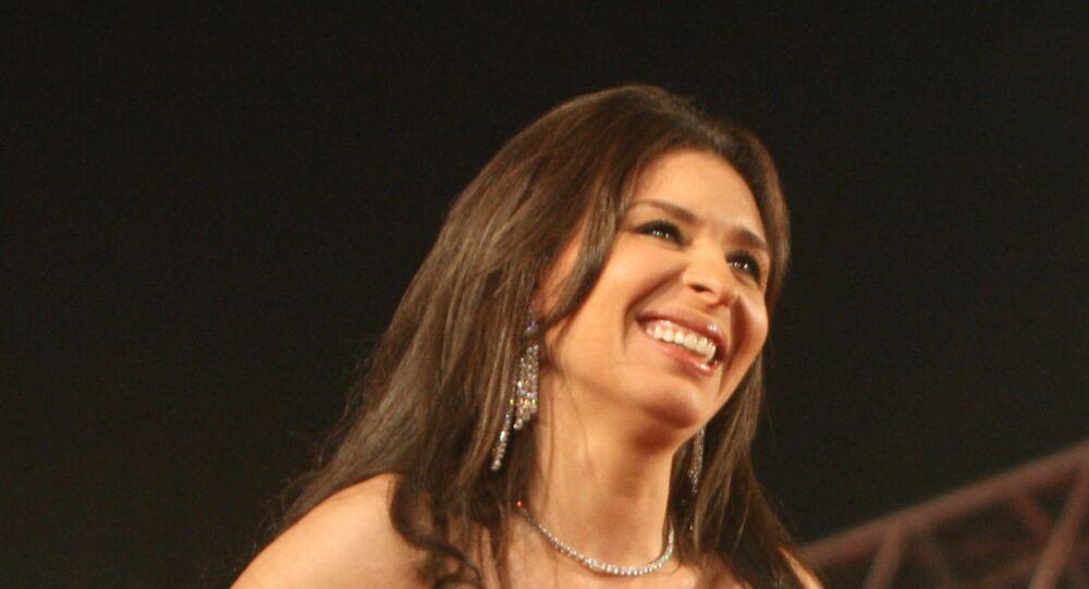 الراقصة المصرية، دينا