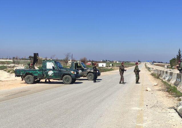 النصرة تقيم حواجز عسكرية منعا لخروج المدنيين من إدلب