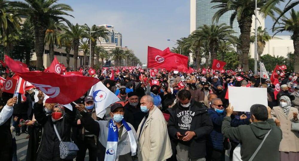مسيرة حاشدة لأنصار حركة النهضة في شارع الحبيب بورقيبة، تونس، 27 فبراير/ شباط 2021