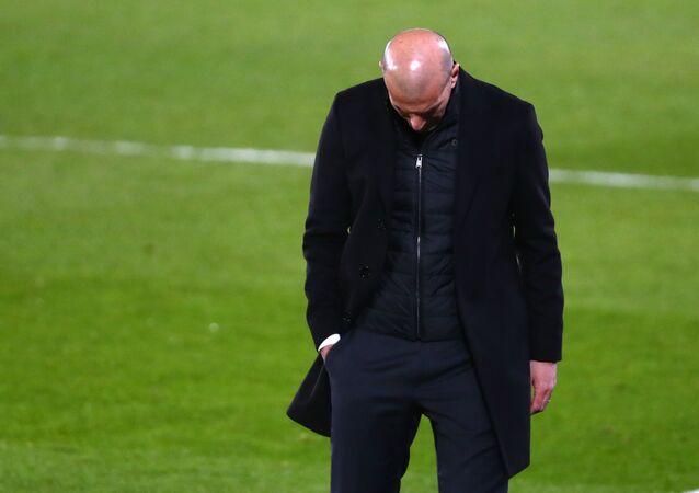 الفرنسي زين الدين زيدان المدير الفني لريال مدريد أمام ريال سوسيداد