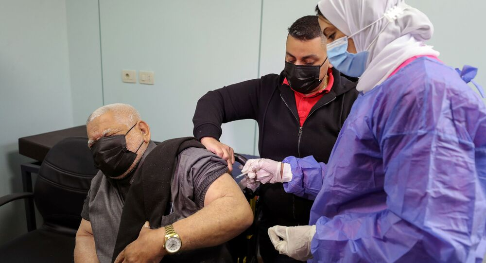 بدء تطعيم واسع النطاق في مصر ضد فيروس كورونا (كوفيد-19)، القاهرة، 4 مارس 2021