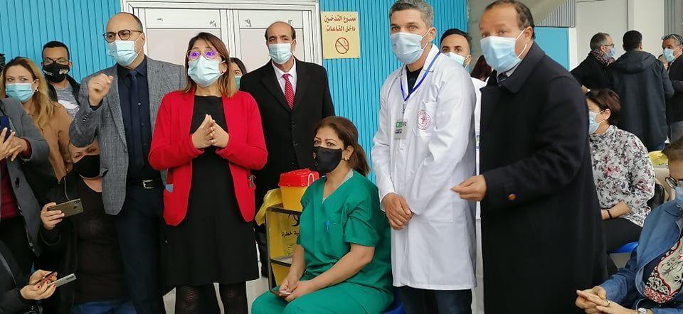 انطلاق حملة التطعيم ضد كورونا في تونس باستخدام لقاح سبوتنيك