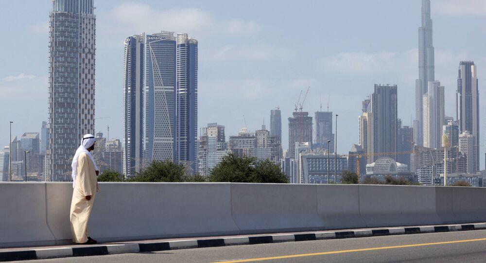 حاكم دبي، الشيخ محمد بن راشد آل مكتوم، يشاهد المرحلة السادسة من جولة الإمارات للدراجات من جزر ديرة دبي إلى دبي - نخلة جميرا، 26 فبراير/ شباط 2021