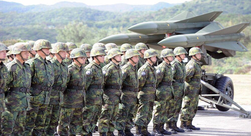 الجيش التايواني... جنود تايوانيون بجوار صواريخ هوك الأمريكية