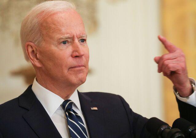 الرئيس الأمريكي، جو بايدن، يجيب على سؤال خلال أول مؤتمر صحفي رسمي له كرئيس للولايات المتحدة، البيت الأبيض، واشنطن، الولايات المتحدة، 25 مارس/ آذار 2021