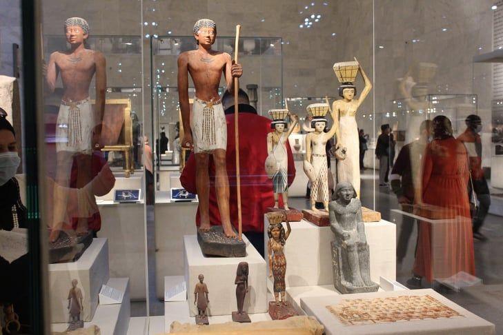تماثيل فرعونية في المتحف القومي للحضارة المصرية بالفسطاط، القاهرة، مصر