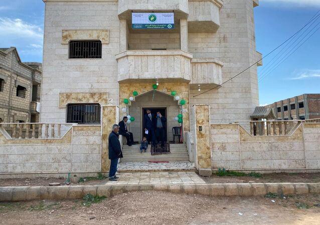 أحد المحامين السوريين في مدينة القامشلي يتبرع بفيلته الخاصة لتحويلها إلى أول دار لرعاية الأطفال ممن حولتهم الحرب إلى أيتام، 7 أبريل 2021