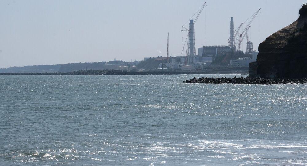 + صور جديدة:  متظاهرون يرفعون لافتات احتجاجية على خطة الحكومة اليابانية لإطلاق أكثر من مليون طن من المياه المعالجة من محطة فوكوشيما النووية المنكوبة في المحيط، خارج مكتب رئيس الوزراء في طوكيو في 13 أبريل 2021  محطة فوكوشيما النووية المنكوبة