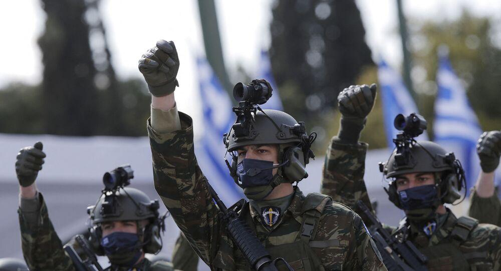 جنود من القوات الخاصة اليونانية خلال عرض عسكري بمناسبة حرب الاستقلال اليونانية