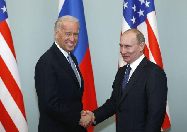 الرئيس الروسي فلاديمير بوتين والرئيس الأمريكي جو بايدن