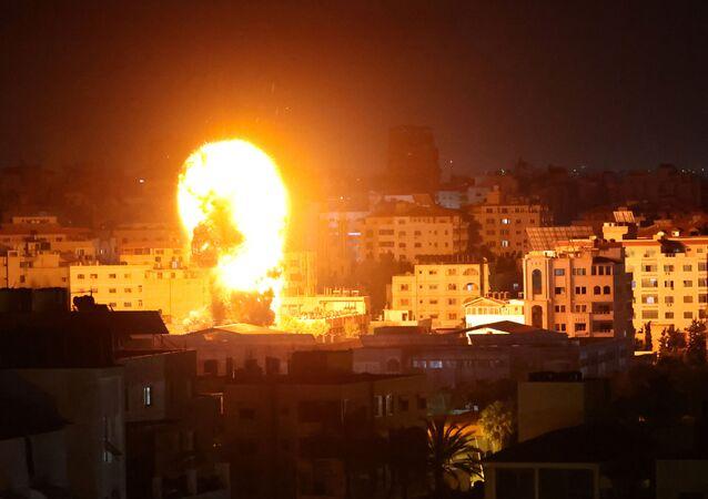 الجيش الإسرائيلي يشن غارات عنيفة على قطاع غزة 17 مايو 2021