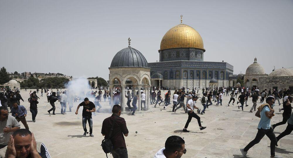 القوات الإسرائيلية تقتحم باحات المسجد الأقصى عقب صلاة الجمعة، القدس 21 مايو 2021