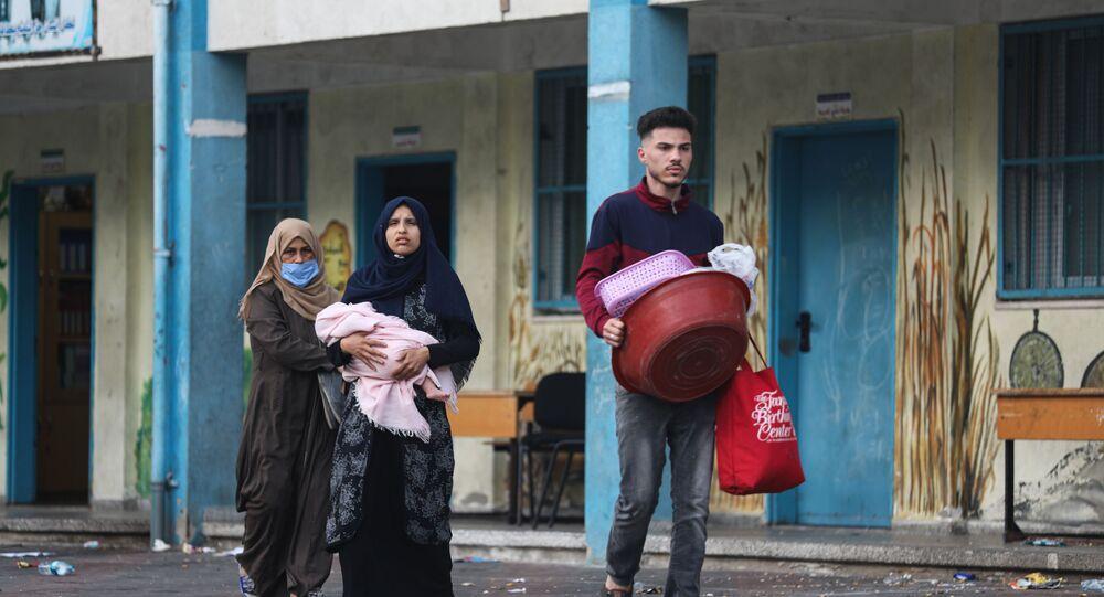 نزوح الآلاف من الفلسطينيين إلى مدارس الأونروا غزة