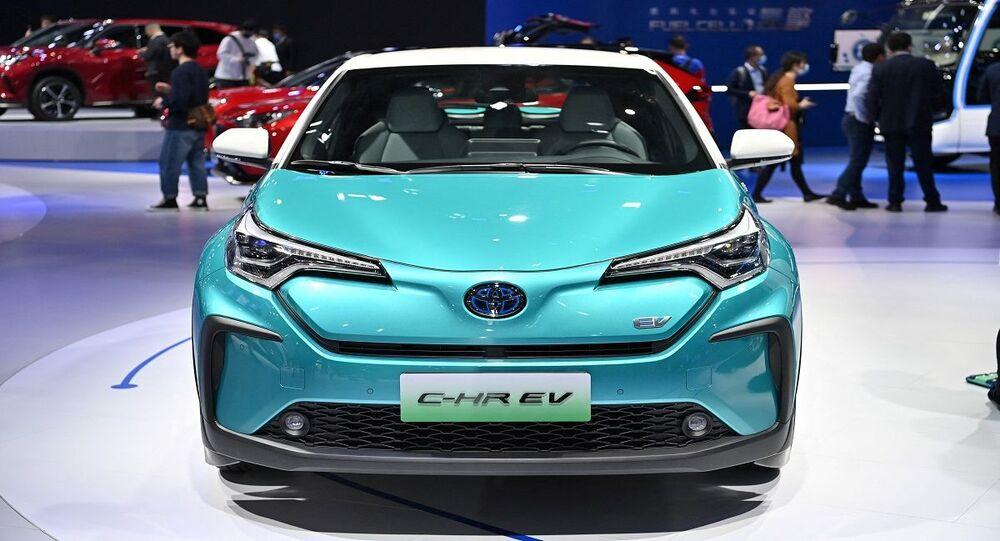 سيارة كهربائية داخل معرض سيارات في الصين