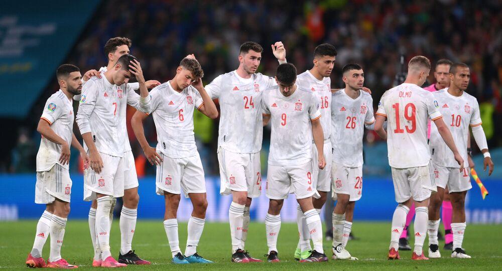 منتخب إسبانيا بعد خسارته بركلات الترجيح من إيطاليا في نصف نهائي يورو 2020