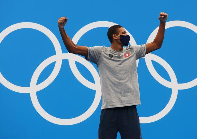 التونسي أحمد حفناوي الحاصل على الميدالية الذهبية، السباحة - 400 م حرة رجال.