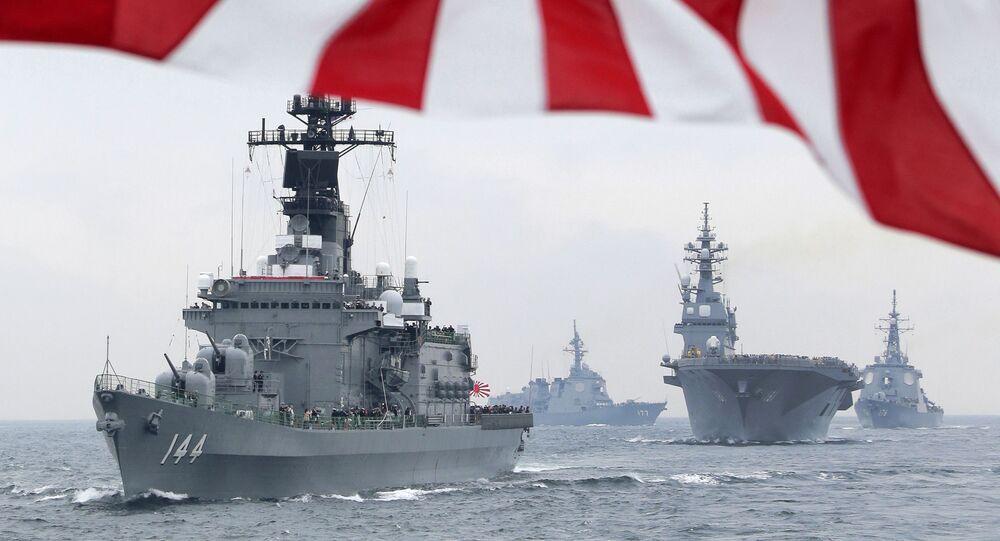 مدمرات حربية يابانية مجهزة برادار إيجيس الأمريكي المتطور أثناء استعراض عسكري للأسطول الياباني