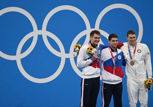 السباح الروسي يفغيني ريلوف الفائز بالميدالية الذهبية