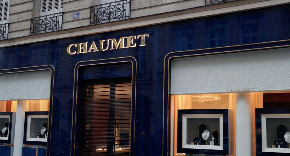 متجر شوميه للمجوهرات بالقرب من شارع الشانزليزيه في وسط باريس الذي تعرض للسطو المسلح