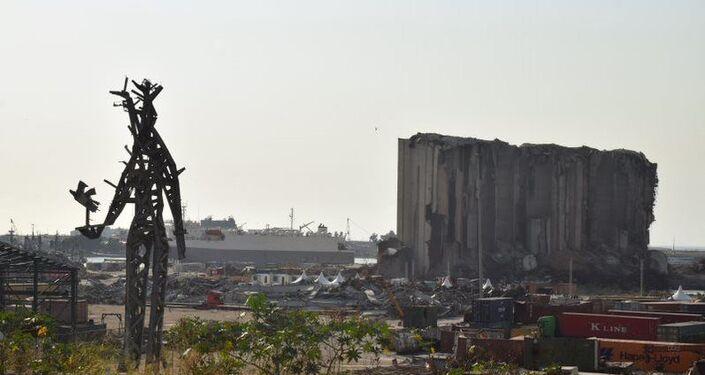آثار الدمار التي خلفها انفجار مرفأ بيروت