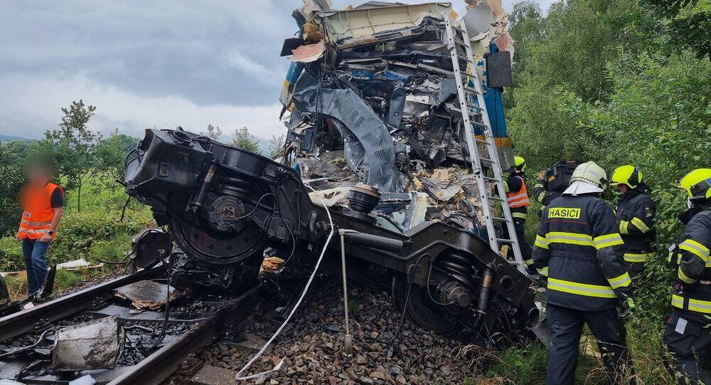 تصادم قطارين في التشيك يسفر عن وقوع إصابات