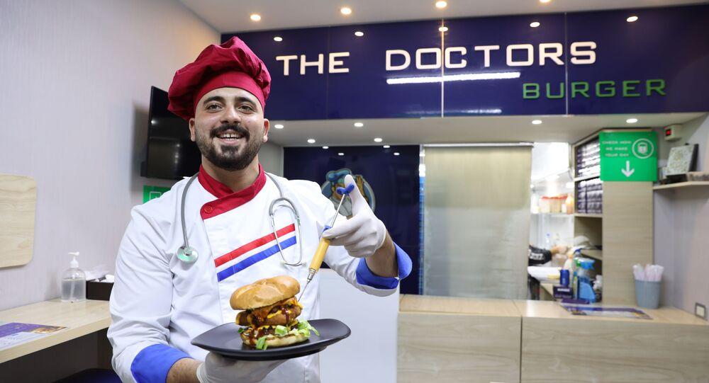 أطباء يفتتحون مطعما بدمشق ووجبات بنكهة الأدوية اللذيذة