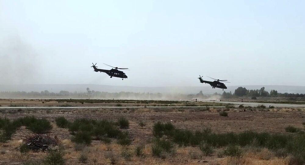 مناورات للقوات الخاصة الروسية والأوزبكية في ساحة تدريب ترميز