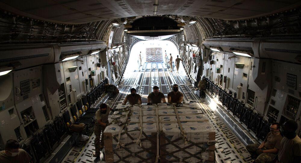 طائرة الشحن العسكري الأمريكية سي 17 غلوب ماستر من الداخل