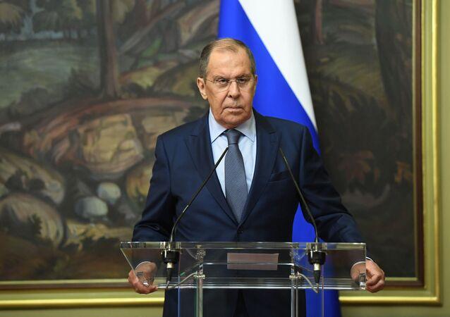 وزير الخارجية الروسية سيرغي لافروف خلال مؤتمر صحفي مع نجلاء المنقوش